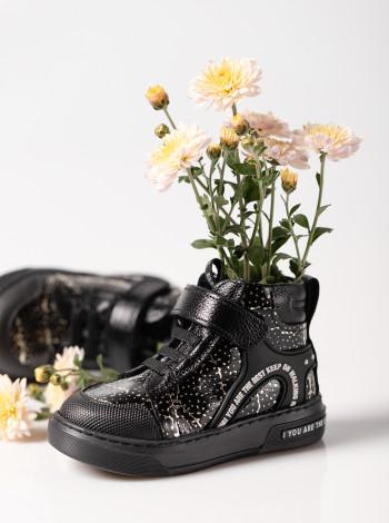 Кожаные ботинки на девочку